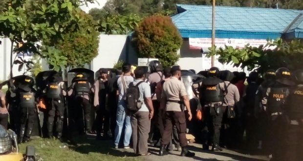 Kerusuhan yang terjadi di Lapas Tarakan, sejumlah napi tidak mau temanya yang menjadi tersangka kasus 2 kg Sabu, dibawa ke Polres Parepare. (ft. Sp, penarakyat.com)