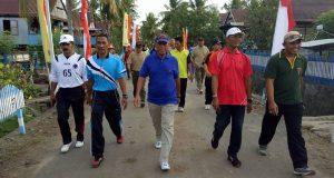 Sekretaris Daerah (Sekda) Sidrap, H Ruslan mengikuti jalan sehat di Desa Lise, Kecamatan Panca Lautang, Ahad, 5 Februari sekira pukul 07.00 wita.