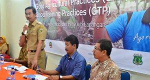 Wabup Pinrang HM Darwis Bastama saat membuka acara Pelatihan Produksi Kakao berkelanjutan  (SCCP)