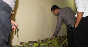 Polisi amankan puluhan tabung gas elpiji 3 kilogram yang diduga ditimbun oleh pengusaha pabrik roti, Senin (7/2).