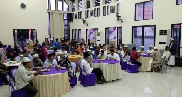Manajemen An-Nur Maarif buka puasa bersama Pemda dan warga Bone.