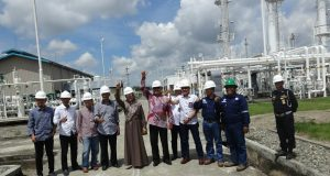 Anggota Komisi VII DPR RI dan rombongan saat meninjau Lapangan Gas Kampung Baru Gilireng