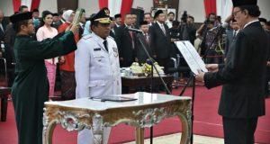 Menteri Dalam Negeri (Mendagri) Tjahjo Kumolo resmi melantik Soni Sumarsono sebagai penjabat gubernur Sulawesi Selatan (Sulsel).