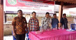 Para pemateri terdiri dari Kesbangpol Sidrap, KPU, Bawaslu dan KNPI pada acara sosialisasi di Desa Padangloang Alau, Selasa (18/12/2018).