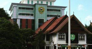 Tampak kantor dan tower lantai 8 kantor daerah Kabupaten Barru (22/02/2019).