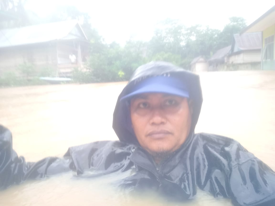 Salah satu warga setempat terdampak banjir di Pitu Riase Sidrap, Sabtu (6/6/2020).